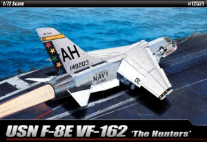 "Myśliwiec USN F-8E VF-162 ""The Hunters"" 1:72, Academy 12521"